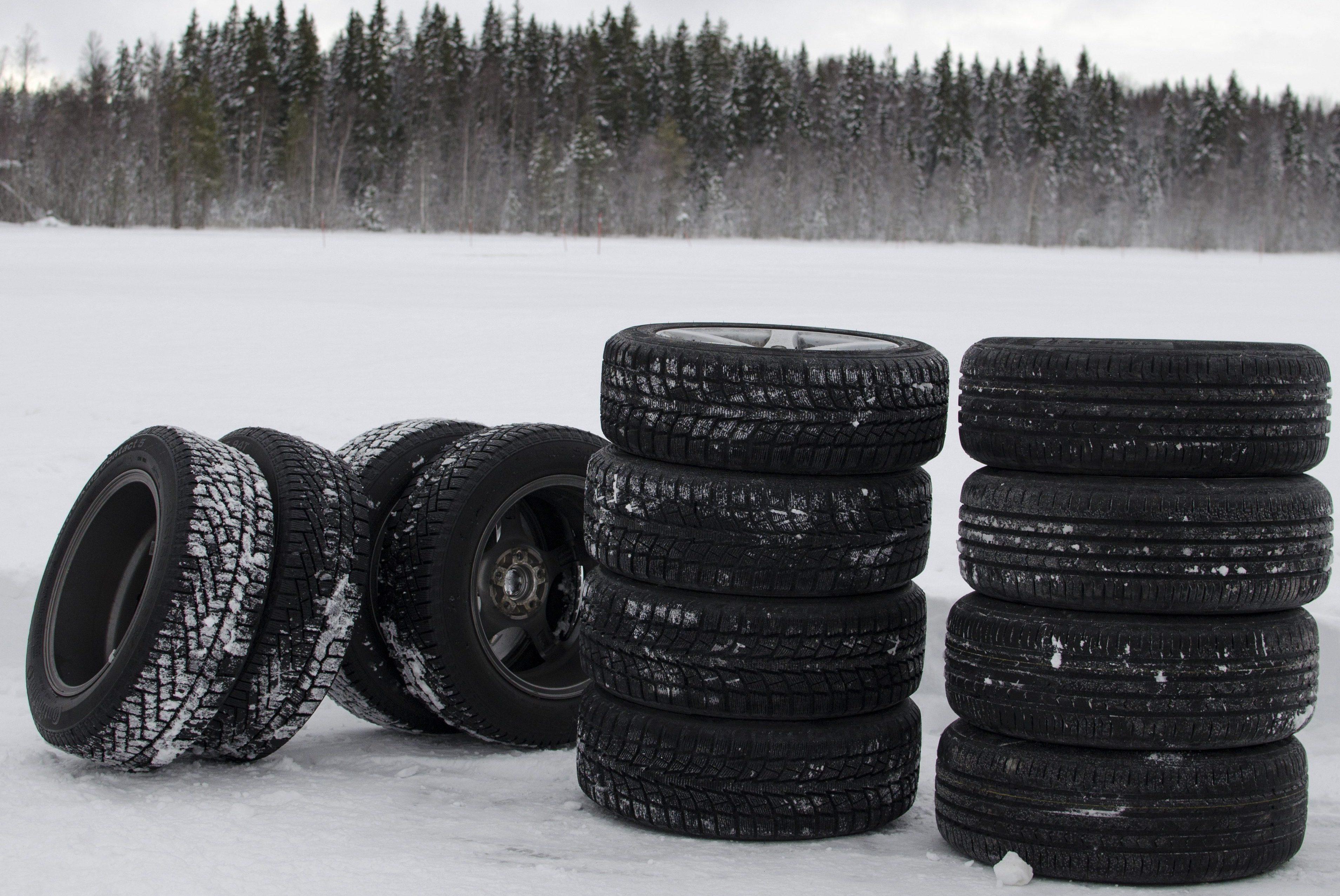 Laat uw banden tijdig wisselen in de winter. Een bandenwissel laat u doen bij Premio Banden en Autoservice